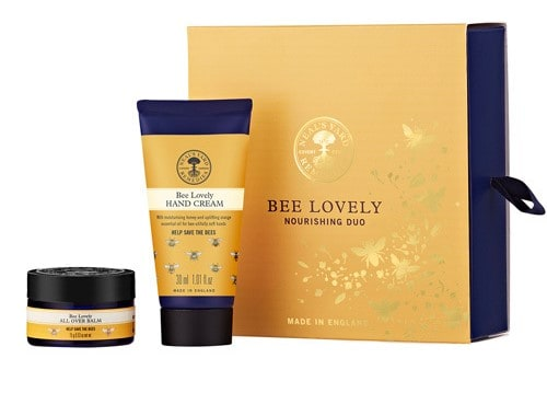 Bee Lovely Nourishing Duo | NYR Organic Gift Collections 2017 Come read about all the gift collections for winter 2017! www.pepperminttulip.com