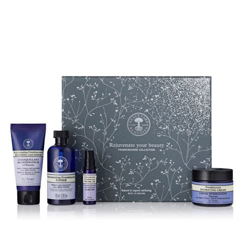 Neal's Yard Remedies is known for its frankincense. Check out these four customer favorites in a gift collection. Check out this and more organic gifts in the post! #giftideas #organicskincare #organic #essentialoils