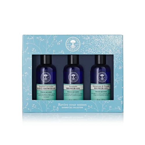Revive your senses with 3 luxurious, organic shower gels. What a great gift! Check out more in the post. #organicskincare #greenbeauty #essentialoils